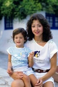 Vicky-Leandros-With-Son-Photo-20-X-30-CM-Without-Autograph-Nr-2-502