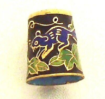 Freundlich Fingerhut Ratte 881ra Cloisonné 24ct Vergoldet Eichhörnchen Thimble Rélief Antik