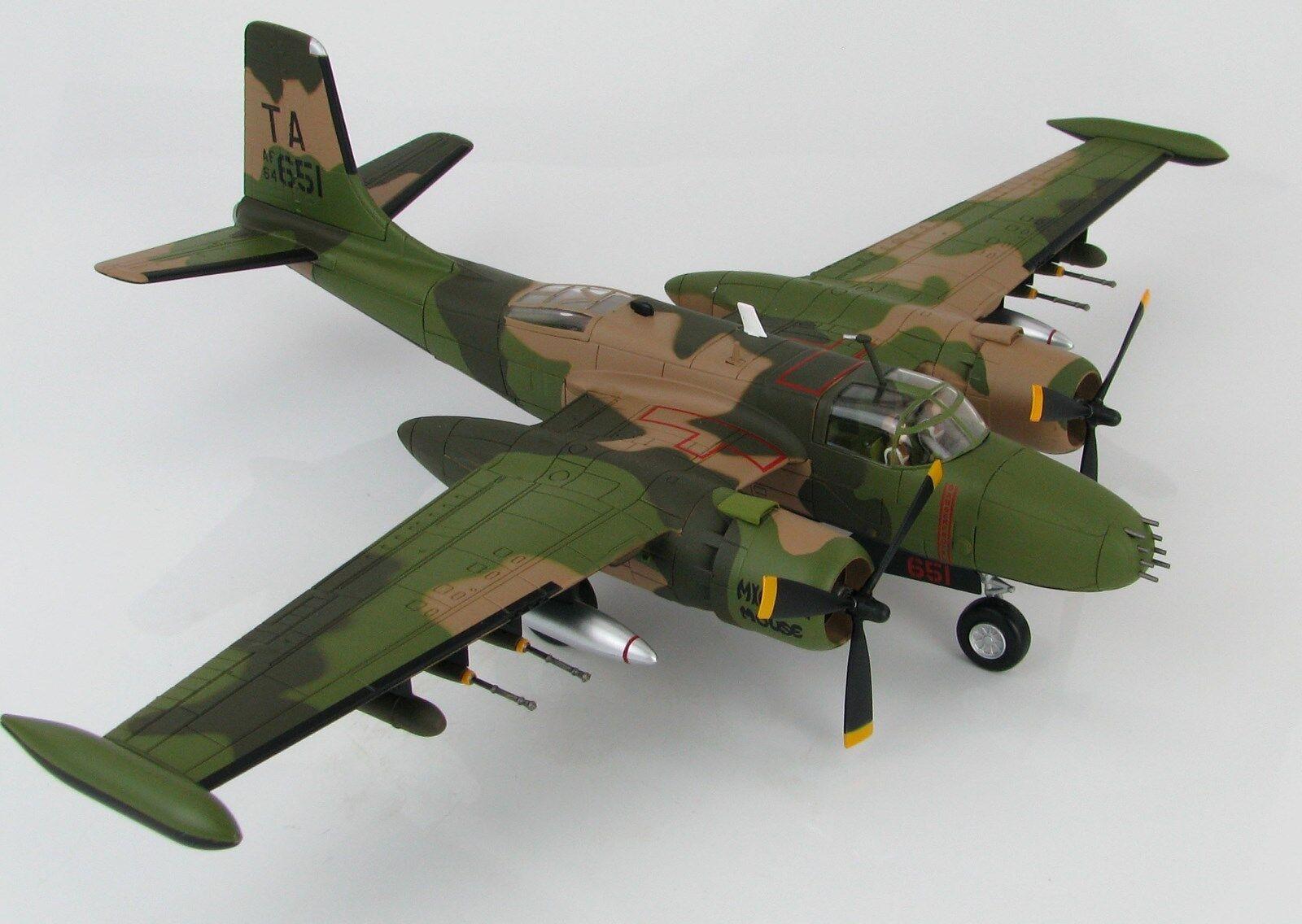 las mejores marcas venden barato Hobby Master, HA3224 Contador de de de Douglas B-26K Invader USAF 50th Sow, Sellado  disfruta ahorrando 30-50% de descuento