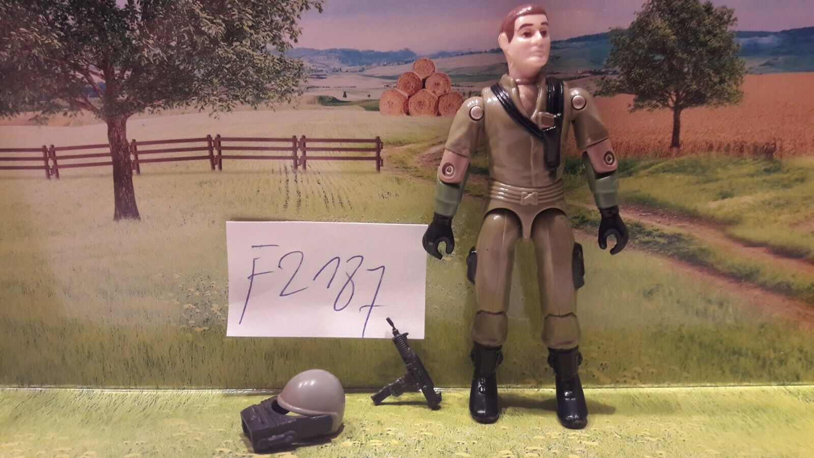F2187 gi joe steeler complete no loose joints no broken credch uzi has some wear