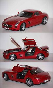 Minichamps-Mercedes-Benz-SLS-AMG-2010-rouge-1-18-100039020-23