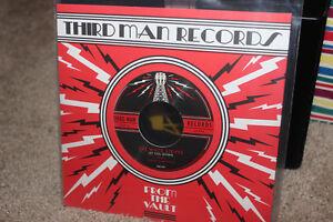 The-White-Stripes-7-034-Vault-only-Vinyl-Record-Let-you-down-b-w-Rita-Blues