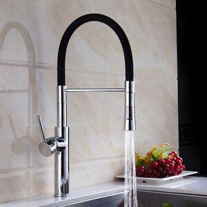 Rubinetteria lavello da cucina in ottone alto e moderno. Rubinetto ...