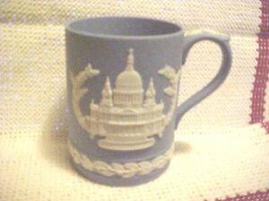 Vintage-1972-Wedgwood-England-Blue-Jasperware-St-Paul-s-Cathedral-Christmas-Mug