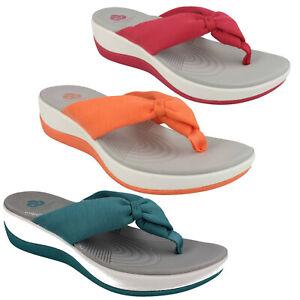 Las señoras Clarks Cloudsteppers Toe Post verano sandalias