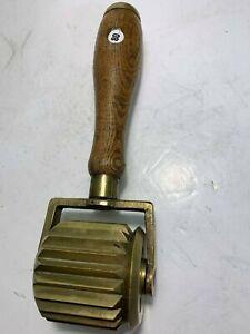 Audacieux Ancienne Roulette De Patissier D'origine Anglaise - Lot 80