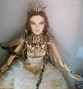 BARBIE-FARAWAY-FOREST-COLLECTION-LADY-OF-THE-WHITE-WOODS-BARBIE-DOLL-GOLD-LABEL