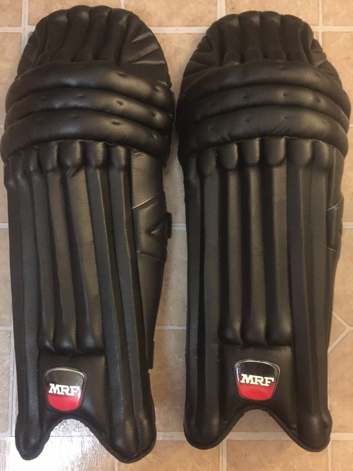 Mrf Cricket Batting Pads ColGoldt - Light Weight Leg Guards (schwarz blau)