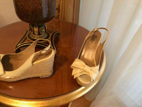 d32b3433dfae4 Valentino off white sandals size 38. Made in Italy