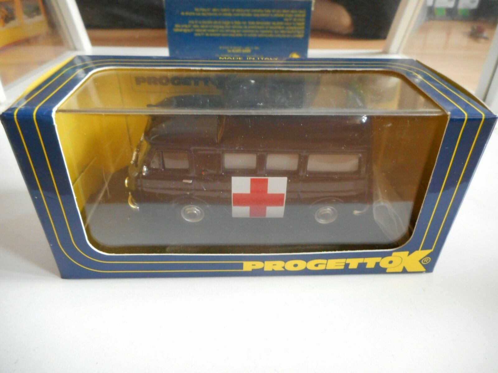 Progetto K Fiat 238 Tetto Alto Ambulanza Carabinieri in Dark azul on 1 43 in Box