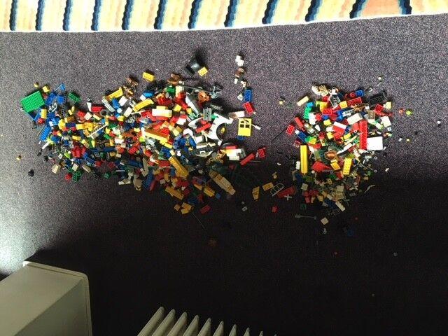 LEGO Konvolut Steine, Teile von Bionicles, Teile von Figuren, Reifen 2 kg