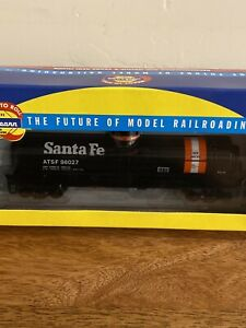 HO-Scale-Athearn-RTR-Santa-Fe-Single-Dome-Tank-Car-98027