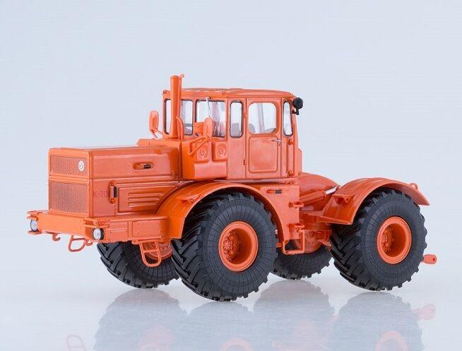 "Auto Historia (AIST) 1 43. K-701 ""Kirovets"" Tractor."