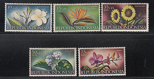 Indonesia-1957-Flowers-Sc-B104-B108-complete-Mint-Never-Hinged