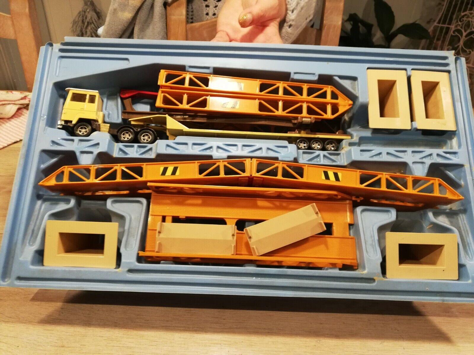 Matchbox superkings sk-44 3 bridge transporter