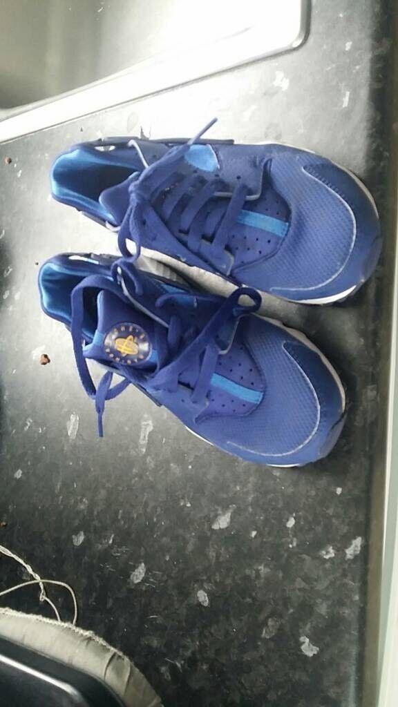 Nike Hurache Size 5.5 bluee Black