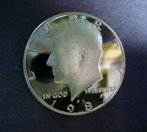 1982-S GEM PROOF UNCIRCULATED KENNEDY HALF DOLLAR CLEAN FROSTED DEEP CAMEO GEM