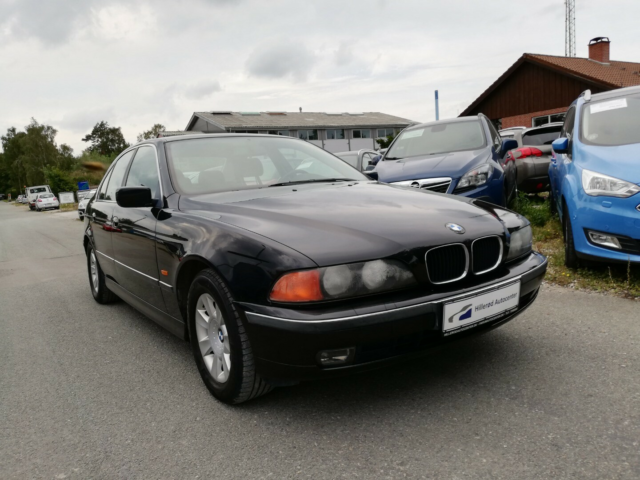 BMW 323i 2,5 Benzin modelår 2000 km 295000 Sort ABS True…