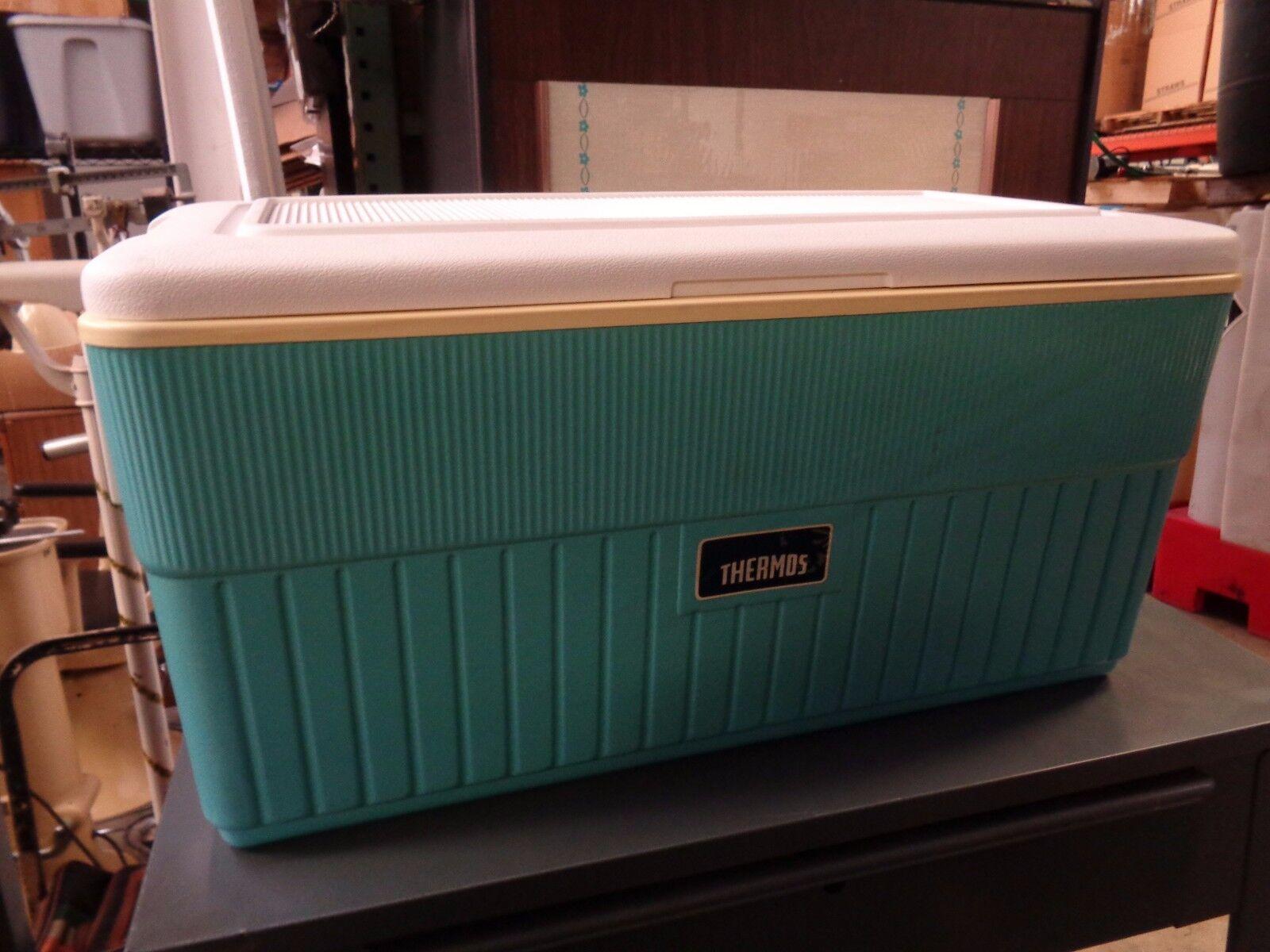 Vintage Thermos Ice Cooler in Original Box Baby Blau 68 Quart