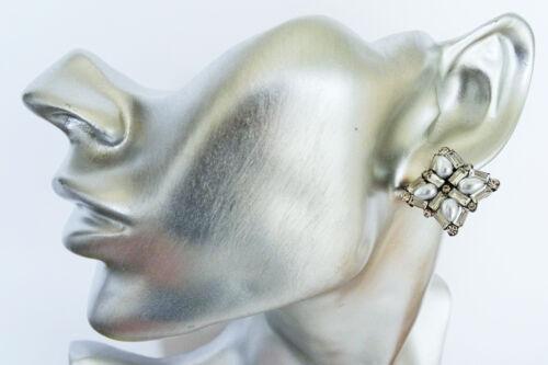 Diamante Clip en con Diamantes Cristales y aretes en tono plateado con perlas de imitación