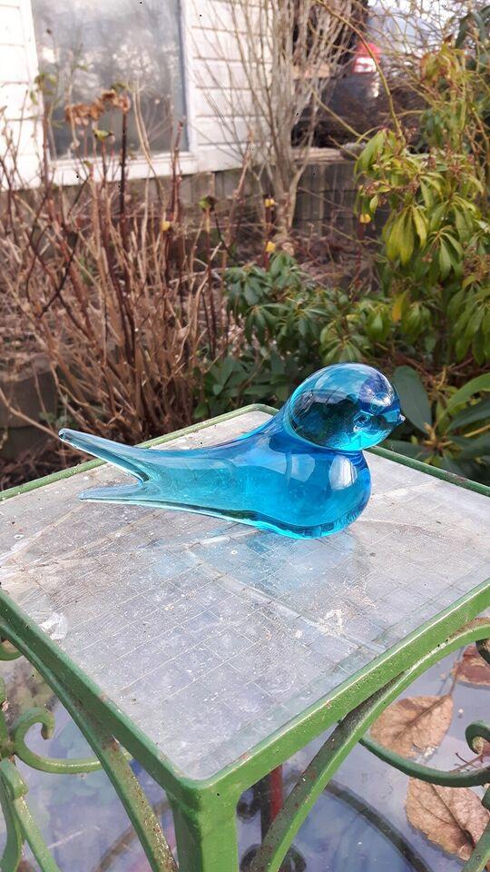 Glas, Figur: Svale, blåt glas