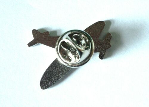 WW2 RAF Spitfire Hurricane /& Lancaster Military Aircraft Metal Enamel Badge Set