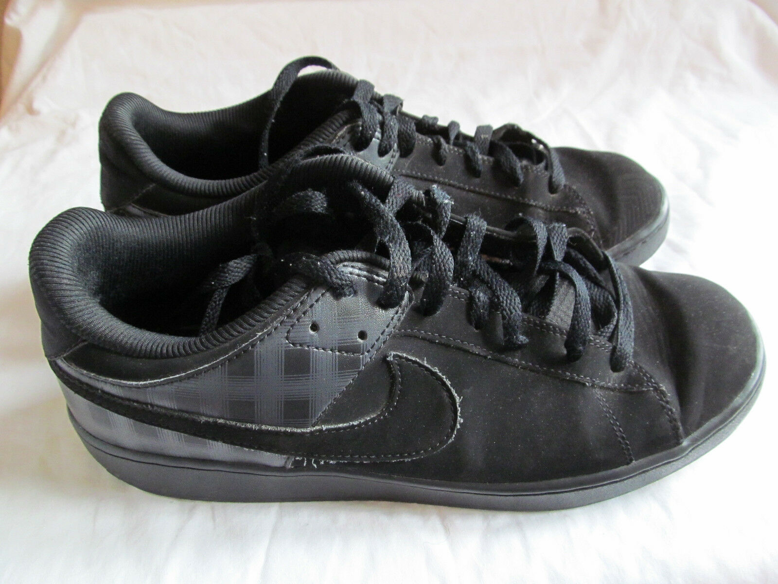 MEN'S BLACK NIKE SANTA CRUISE 318816-005 LOW TOP SKATER/SKATEBOARD SHOES SIZE 10 The most popular shoes for men and women