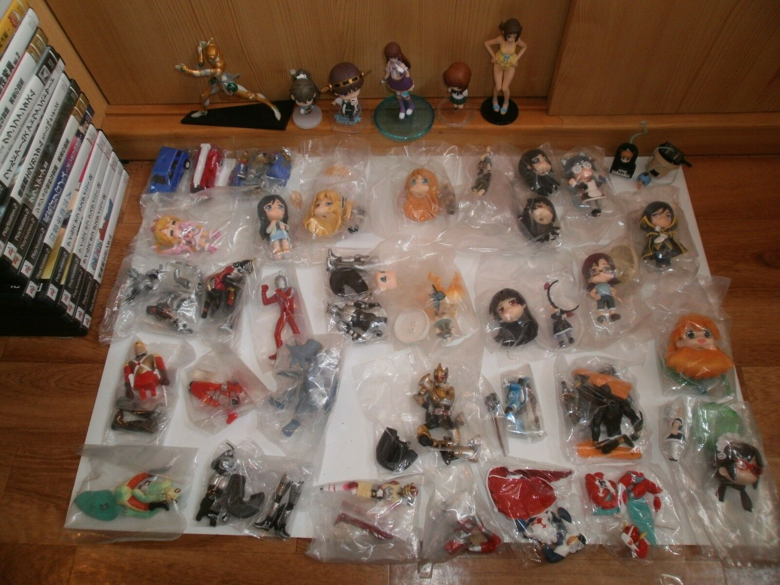 Lot de 40 Figurines (Gashapons, Keychains, etc...) diverses séries(32 neuves) L3