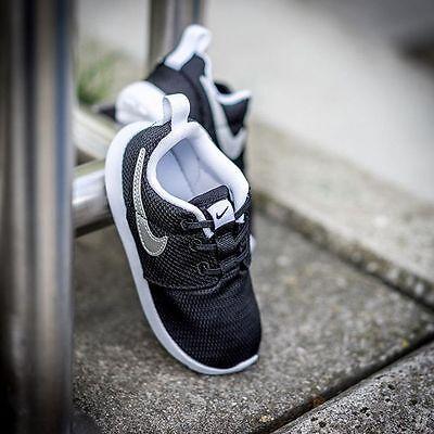 TD 749430 021 Nike Roshe One Black//Metallic Silver-White