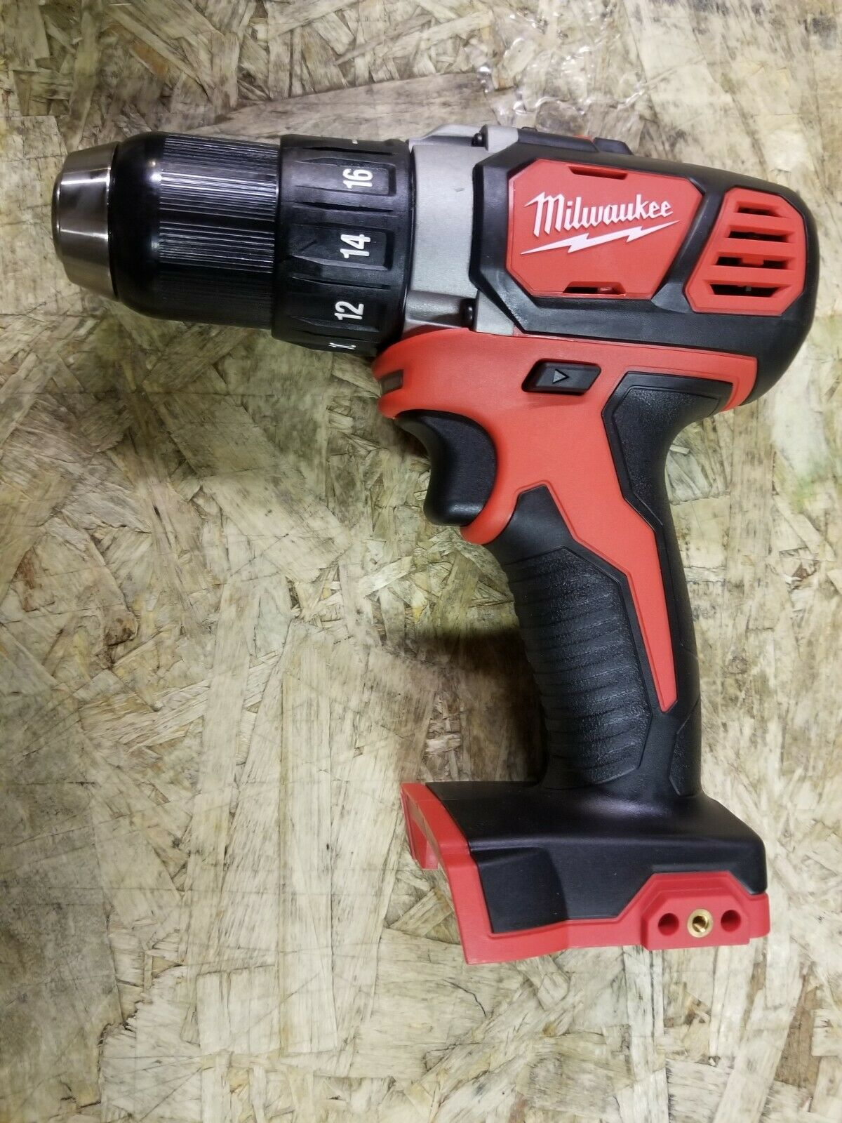 2606-20 brokeredgar760 Milwaukee 2606-20 M18 18V Compact 1/2 Drill Driver DATED 2021