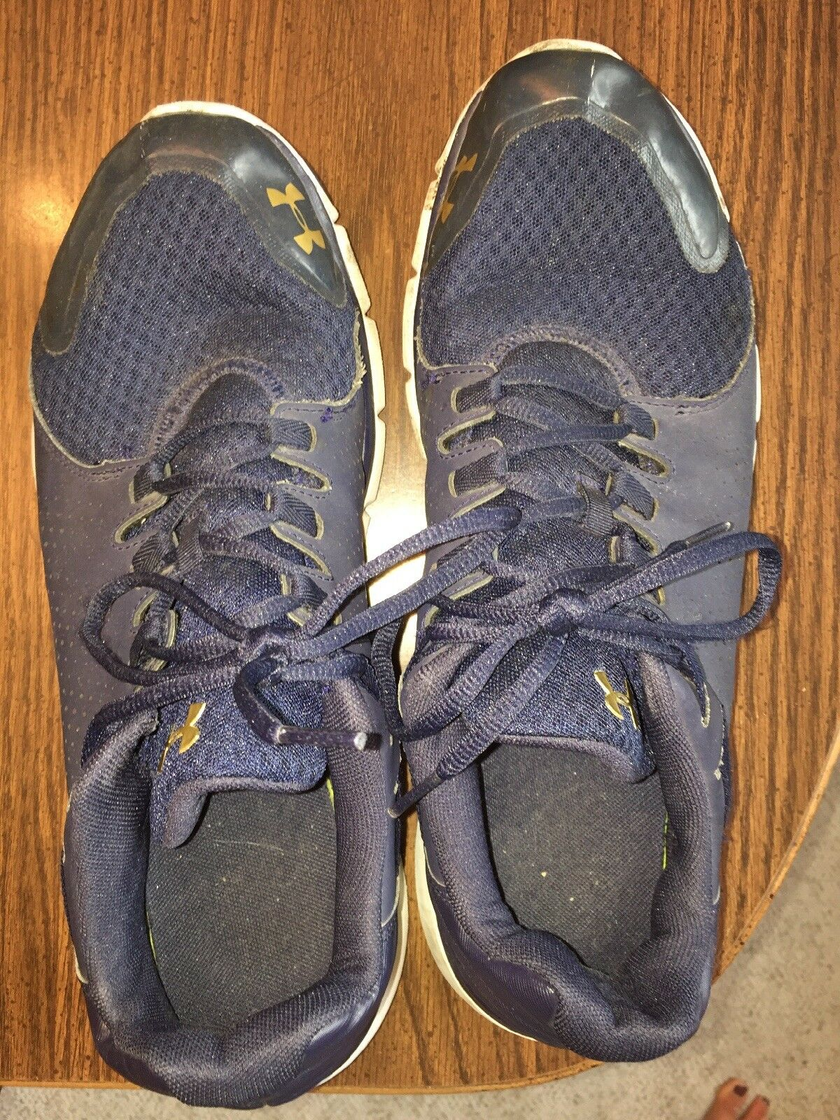 Under Armour Uomo's shoe size 13 with Notre Dame Gold themed color