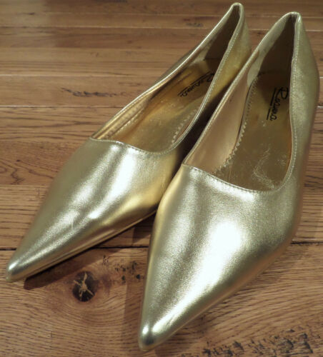 Roayena Gold pointed toe court shoe