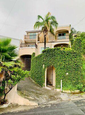 Casa en Renta en Cumbres Segundo Sector sobre Av Leones Monterrey