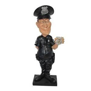 Funny Life - Polizist zeigt Dienstmarke