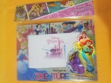 "NEW Disney Parks Frozen Princess Elsa /& Anna 4/"" x 3.5/"" Heart Picture Frame"
