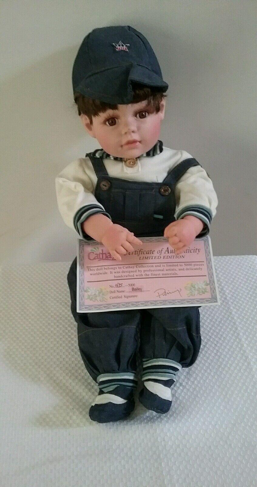 Cathay Collection Musical Vinilo Muñeca de niño Bailey Certificado de Autenticidad 0695 5000