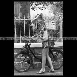 phs-007411-Photo-BRIGITTE-BARDOT-SOLEX-VELOSOLEX-MOPED-1963-Star