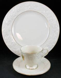 Lenox-FRUITS-OF-LIFE-Trio-Dinner-Plate-Cup-amp-Saucer-SHOWROOM-INVENTORY-mfg-tag