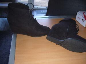 79a74d1fd5f8 Tolle schwarze Schuhe Nagelneu Gr 40 in schwarz Keilabsatz ...