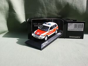 VW-VOLKSWAGWN-TOUAREG-2002-NOTARZT-SAMU-ALLEMAND-1-1008-MINICHAMPS-1-43