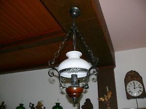 Dekorative-Deckenlampe-Landhausstil-in-Petroleumlampenform-Schmiedeeisen