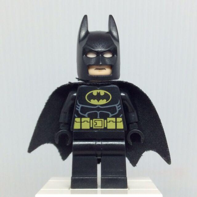 LEGO DC Super Heroes sh016a Batman Minifigure w Black Hood & Cape