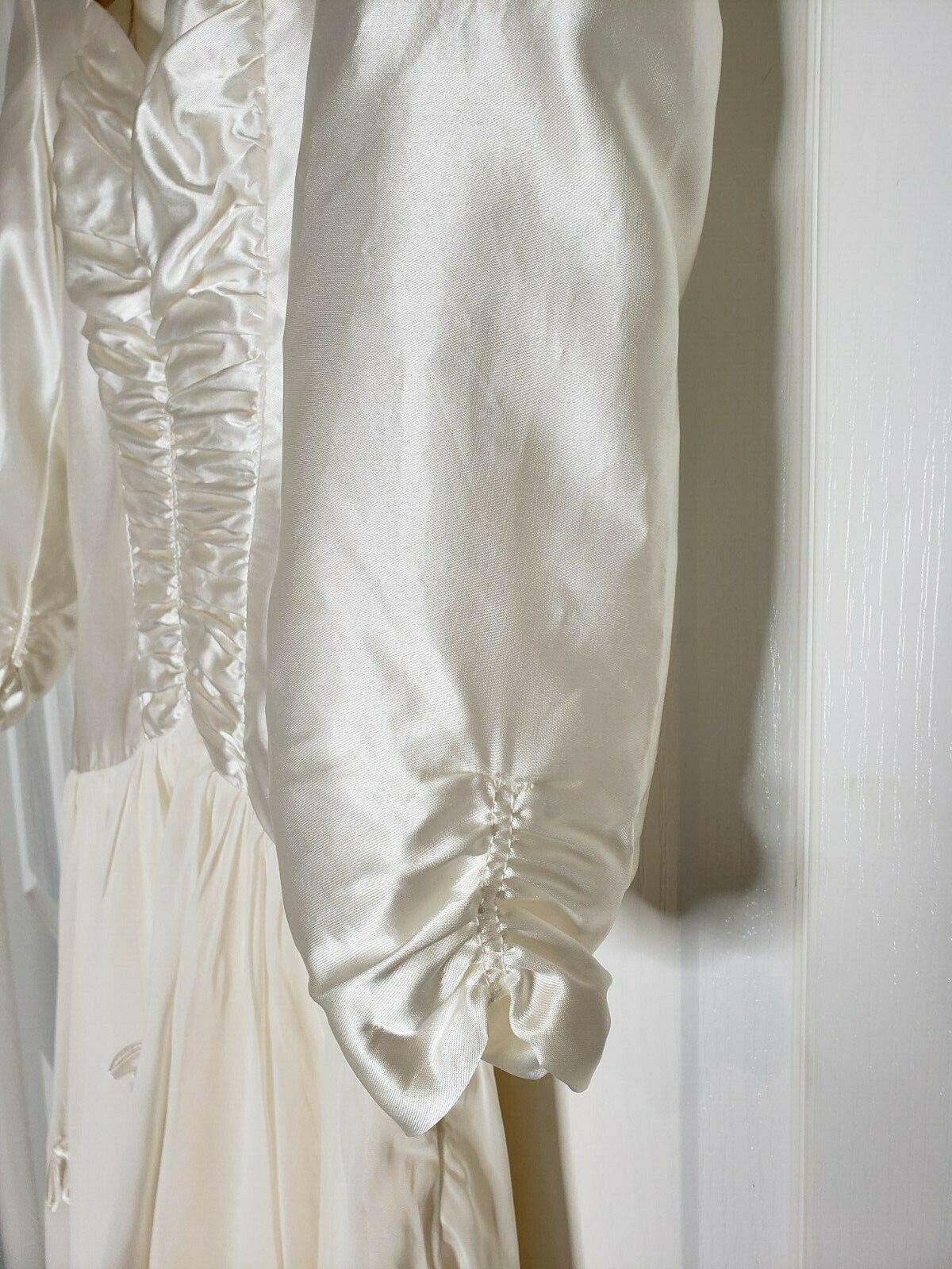 True Vintage 30s 40s White Ivory Satin Silk Chiff… - image 3
