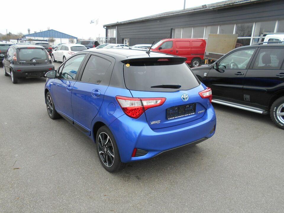 Toyota Yaris 1,5 Hybrid Flavour e-CVT Benzin aut.