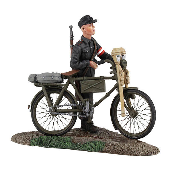 BRITAINS SOLDIERS 25036 - WW2 German Youth Pushing Bicycle No.1