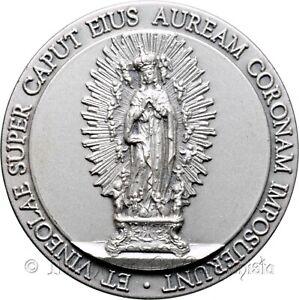 Vineolae super caput auream coronam Trentesimo incoronazione Madonna Medaglia