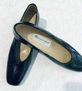 ETIENNE-AIGNER-womens-Black-Patent-Leather-Low-Heels-Pumps-Shoes-Size-7-5-M