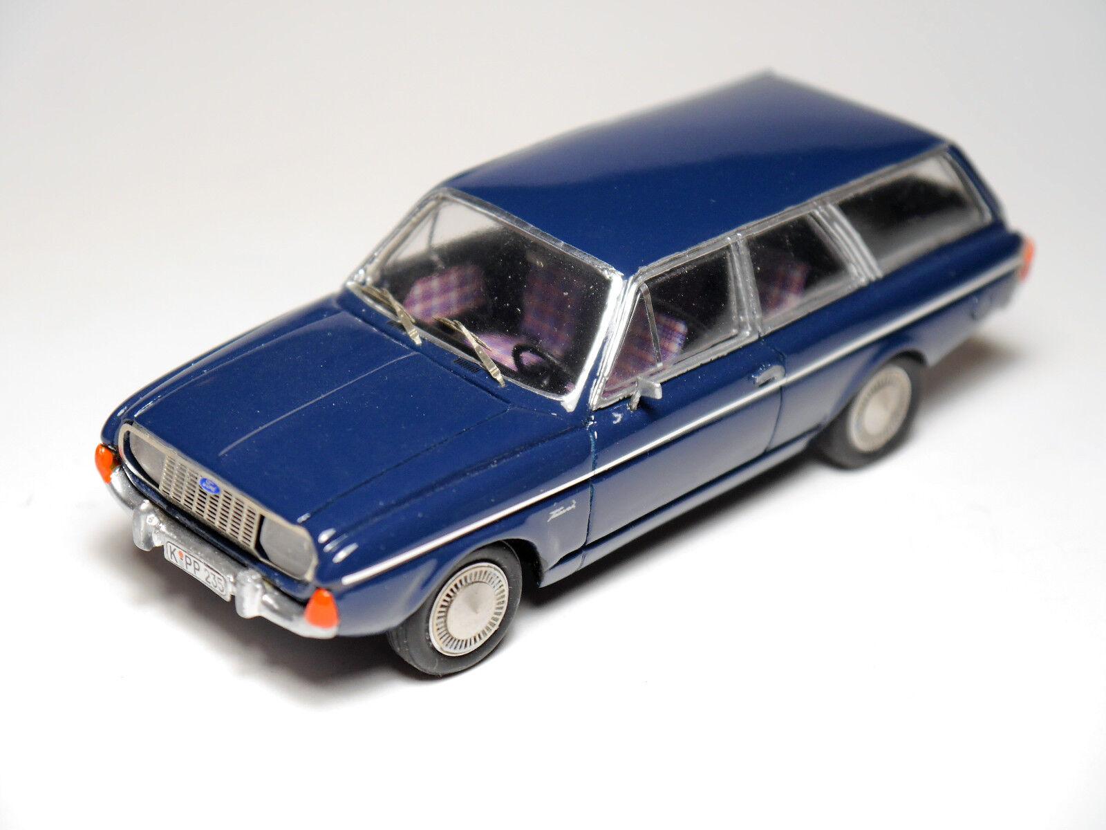 Ford Taunus 20 M Turnier in blue bluee, Handarbeit handamde Paradcar in 1 43