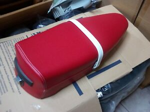 SADDLE-PIAGGIO-VESPA-PX-125-150-200-RED-WITH-FINISHES-WHITE