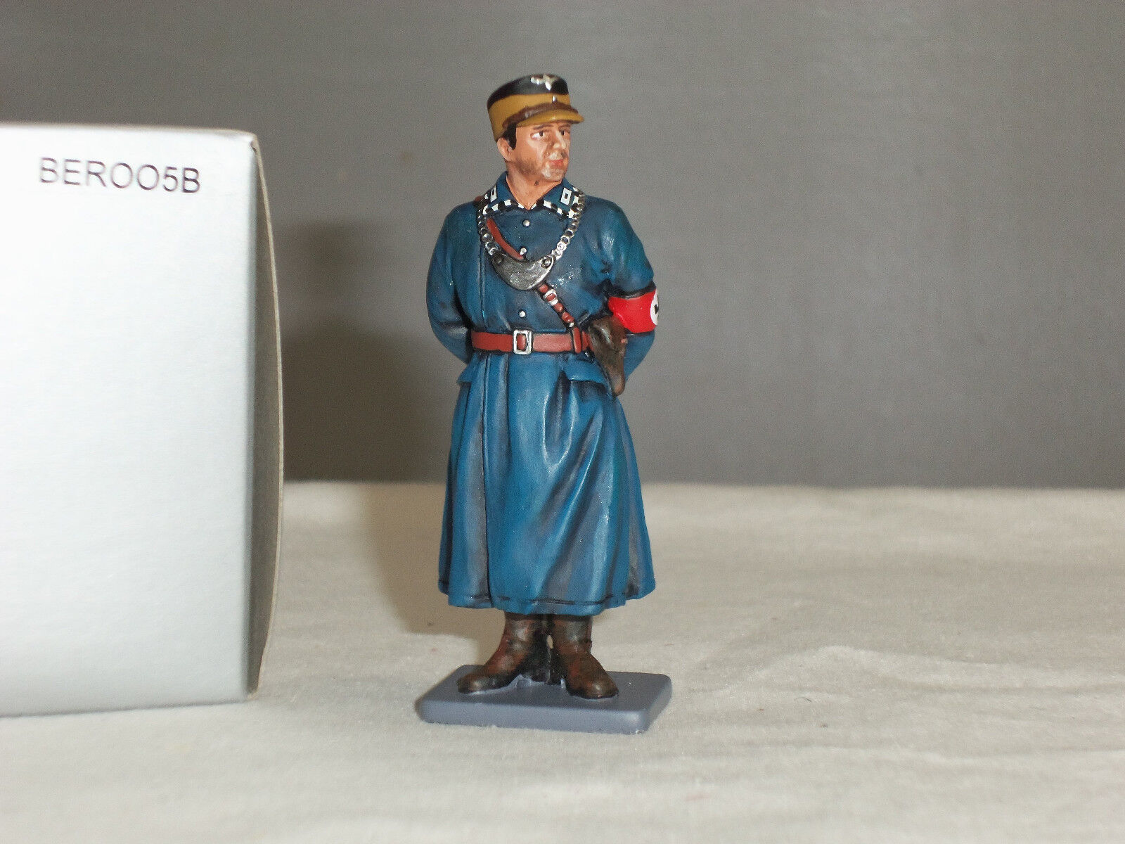 THOMAS GUNN BER005B GERMAN POLICE OFFICER AT EASE WORLD WAR TWO TOY SOLDIER